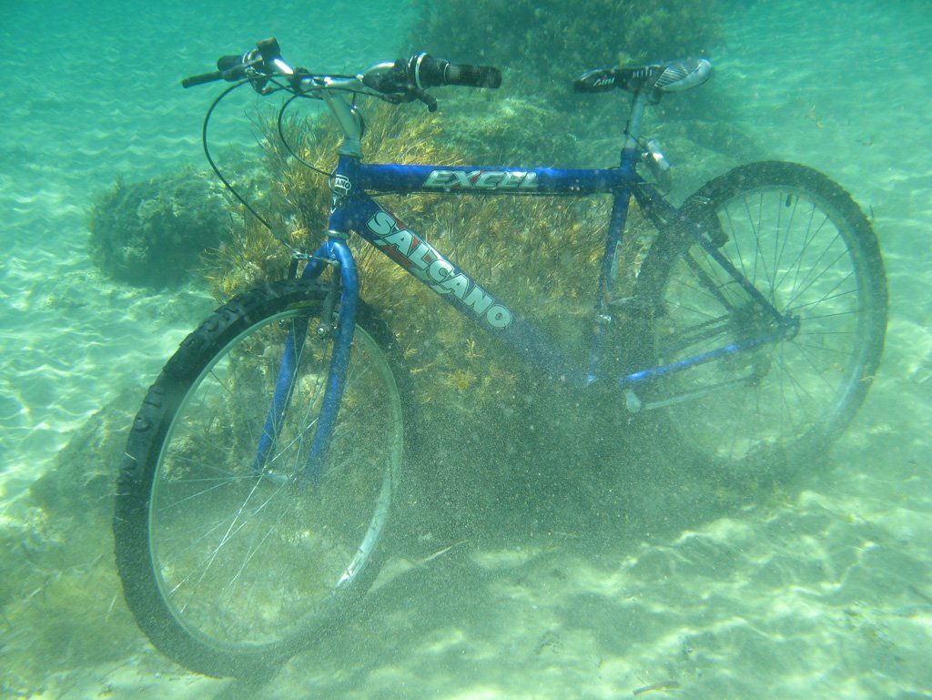 With my bike I venture underwater and install my fish