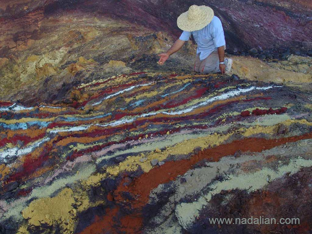 Painting by colored soils and sands of Hormuz Island in natural environment, Ahmad Nadalian