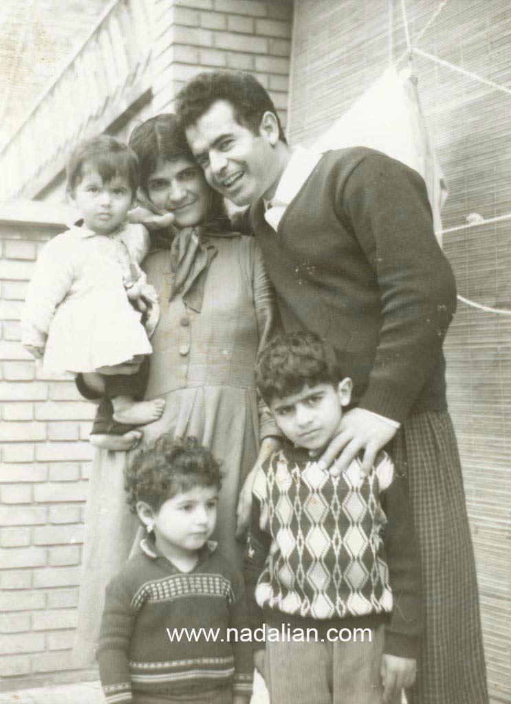 پدر و مادر و دو تا خواهران احمد نادعلیان در تهران محله پیروزی کوچه بابایی