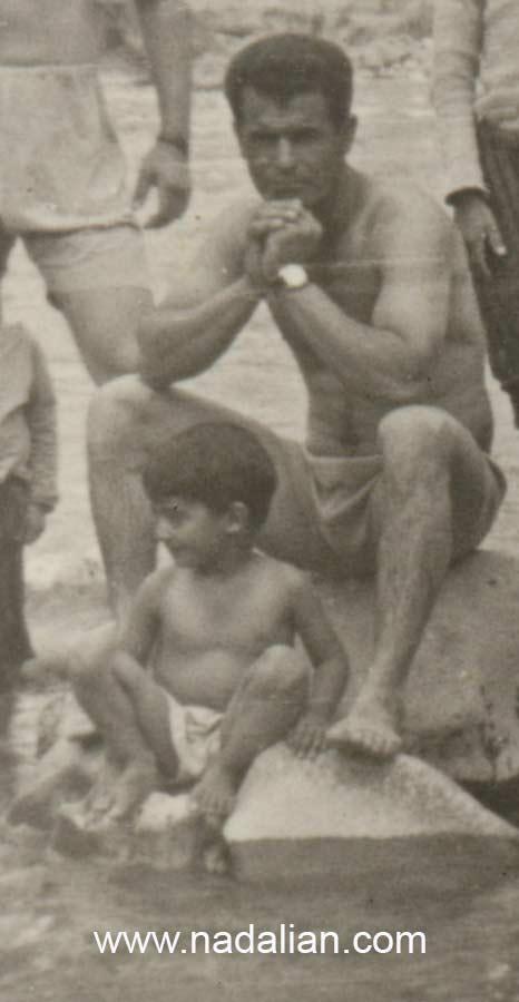 بخشی از یک عکس من و پدرم در وسط یک رودخانه