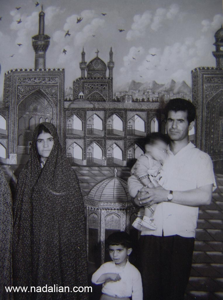 پدر و مادر و خواهر بزرگ احمد نادعلیان در سفر به مشهد سال 1345