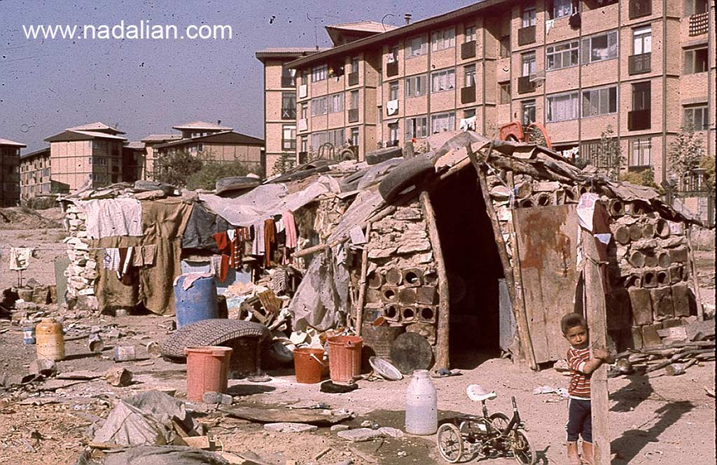 حلبی آباد کنار قنات و باغ سلیمانی انتهای خیابان نبرد پیروزی در نزدیکی مجتمع تاکسیرانی فعلی