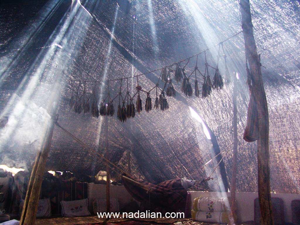 فضای داخل یک سیاه چادر سنگسری (گوت)