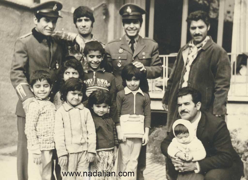 من در کنار عمو ها و دختر عمو ها. عمو های من نظامی نبودند