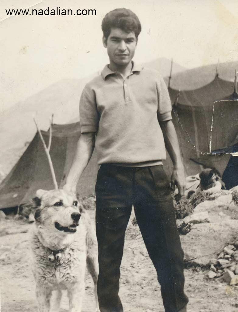 عمو فریدون و سگ ما که پلنگ نام داشت. بهترین عکس های فامیل و ییلاق را عمو فریدن گرفته است.