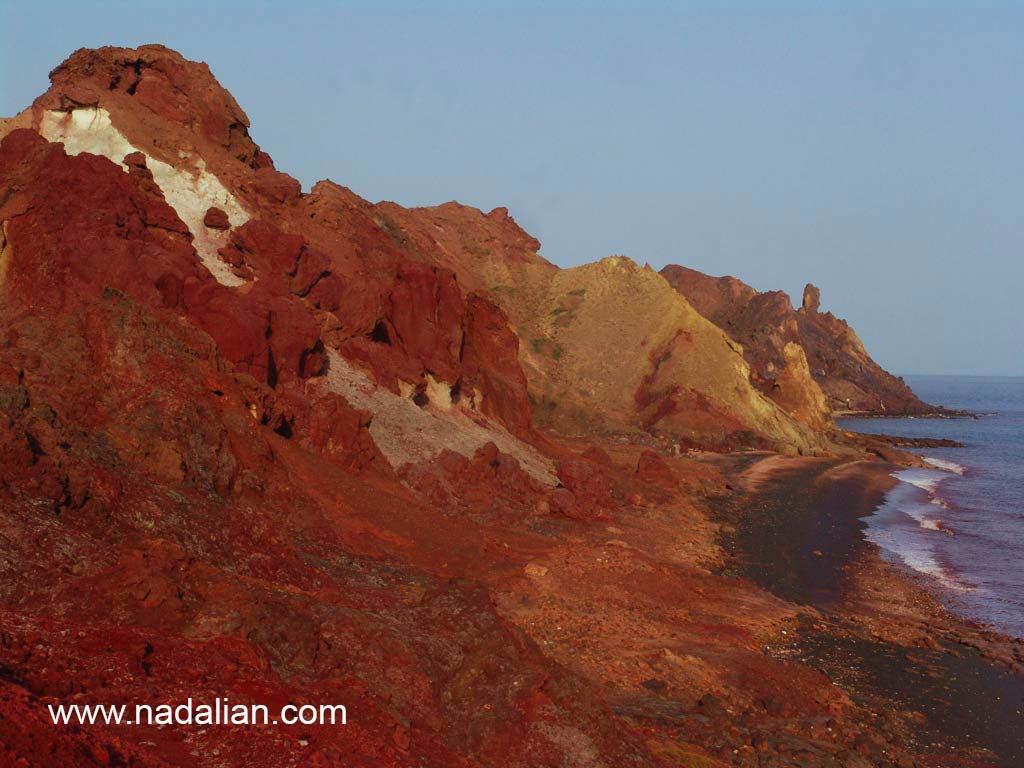 کوه معدن خاک سرخ جزیره هرمز