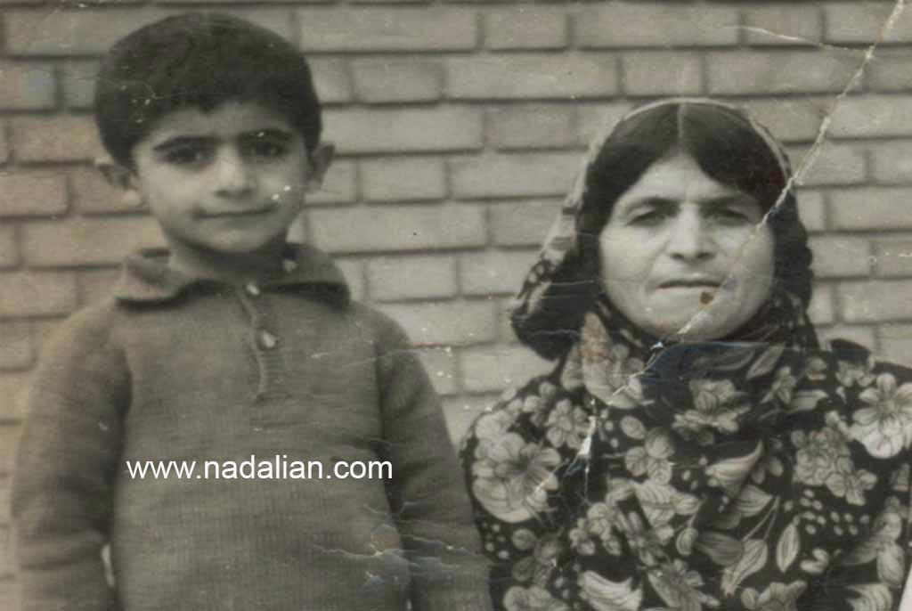 عکس کودکی احمد نادعلیان و مادربزرگش در تهران