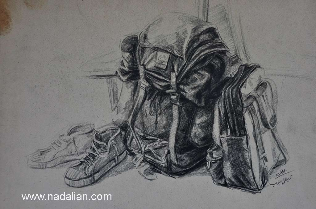 کوله ها و کتانی احمد نادعلیان، گاهی در ترمینال جنوب از مردم، یا وسایل سفرم طراحی می کردم.