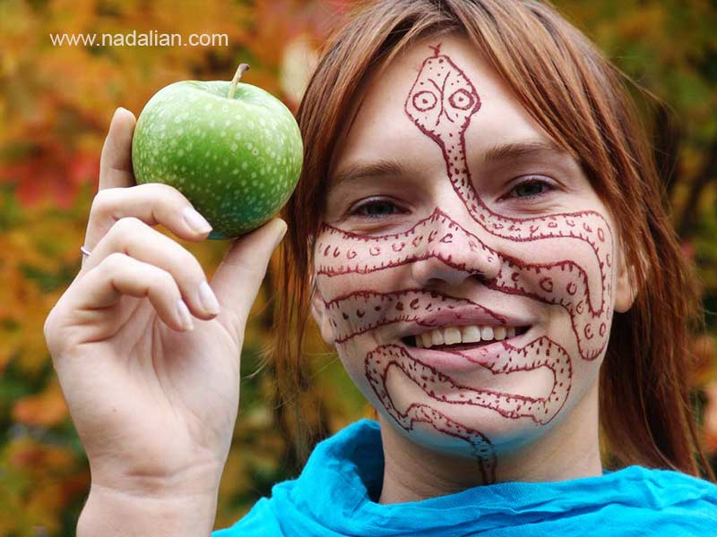Design on the face of girls from Russia by red earth of Hormuz Island