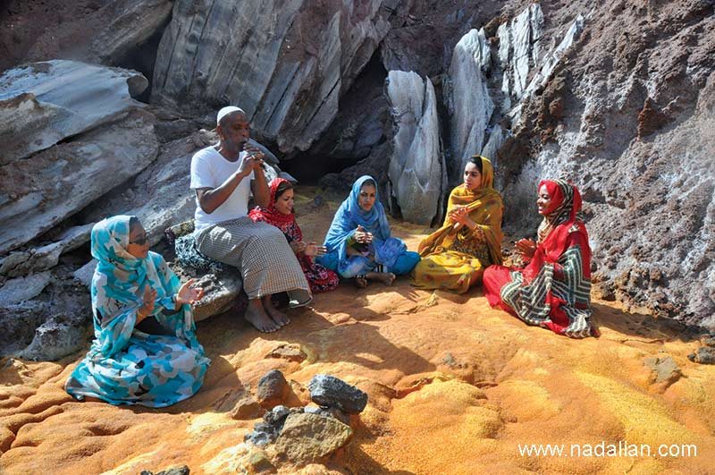 Khalo Abbas, a musicians of Hormuz Island , playing in the nature of Hormoz. Hormozi's girls accompany him.