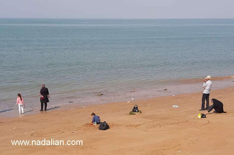 تباب بندر، وضعیت فعلی محلی که لباس ها و شلوارهای گلابتون دوزی شده کهنه در داخل آب دریا رها می شد.