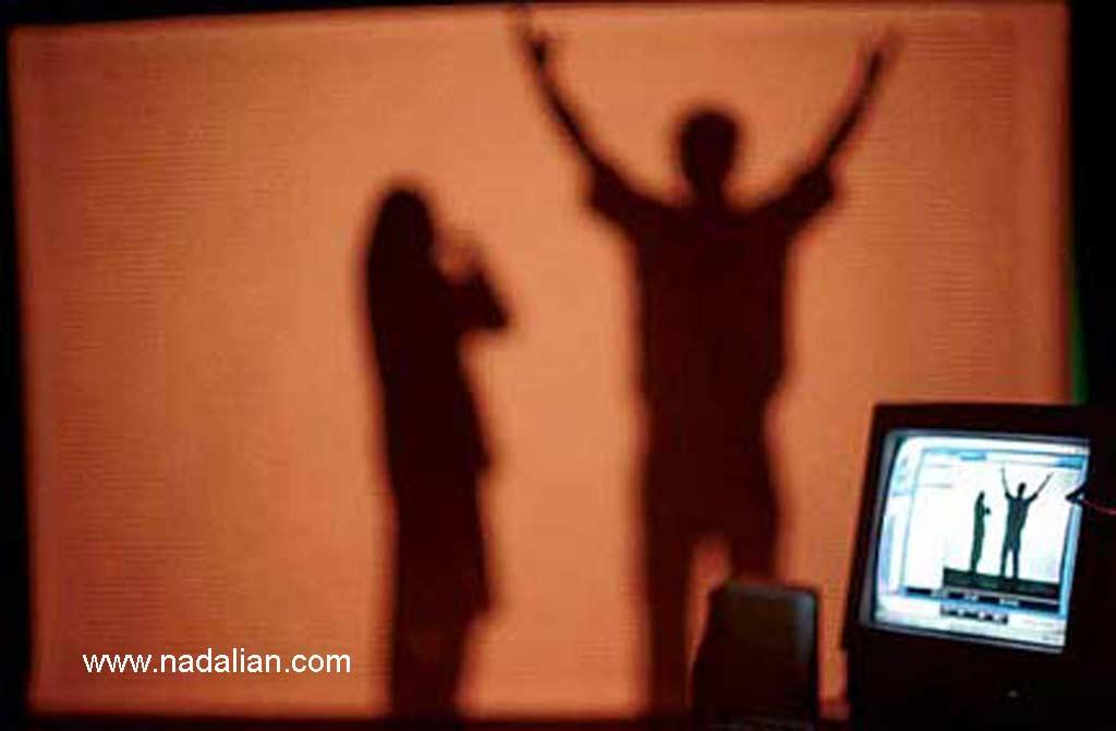 01 چیدمان آنلاین ویدئویی و تعاملی احمد نادعلیان در نمایشگاه هنر جدید، سال 1381 موزهی هنرهای معاصر تهران