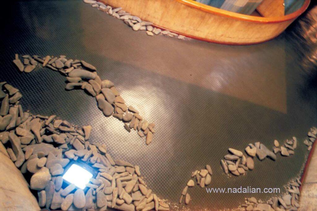 """چیدمان ویدئویی """"رودخانه هنوز ماهی دارد"""" ،موزه هنرهامی معاصر تهران، نمایشگاه هنر مفهومی سال 1380"""