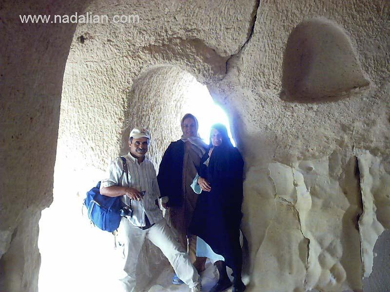 در کنار همسرم اتل منشادی و مادرم در غار خربس قشم