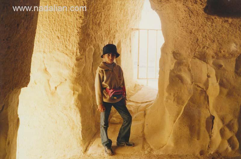 پسرم بهزاد نادعلیان در غار خربس قشم