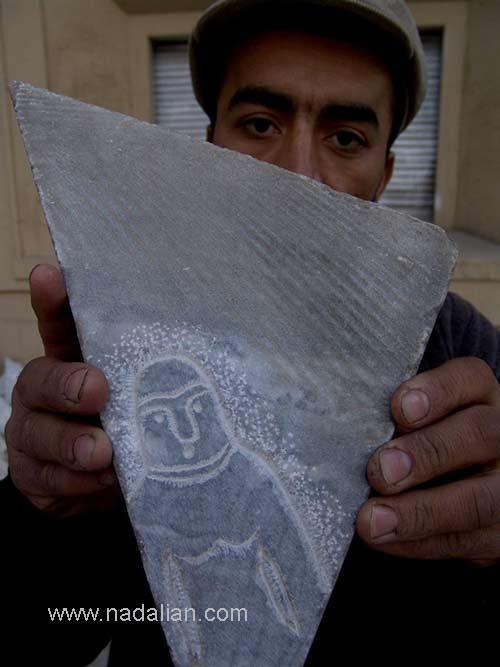 سنگ برش خورده توسط پیمانکاری که مسئول نصب سنگها بود. کارگر افغانی آنها را به من نشان داد