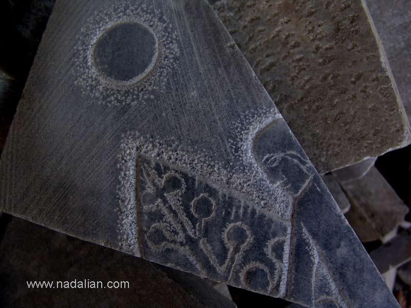 سنگ هاب برش خورده توسط پیمانکاری که مسئول نصب سنگها بود.