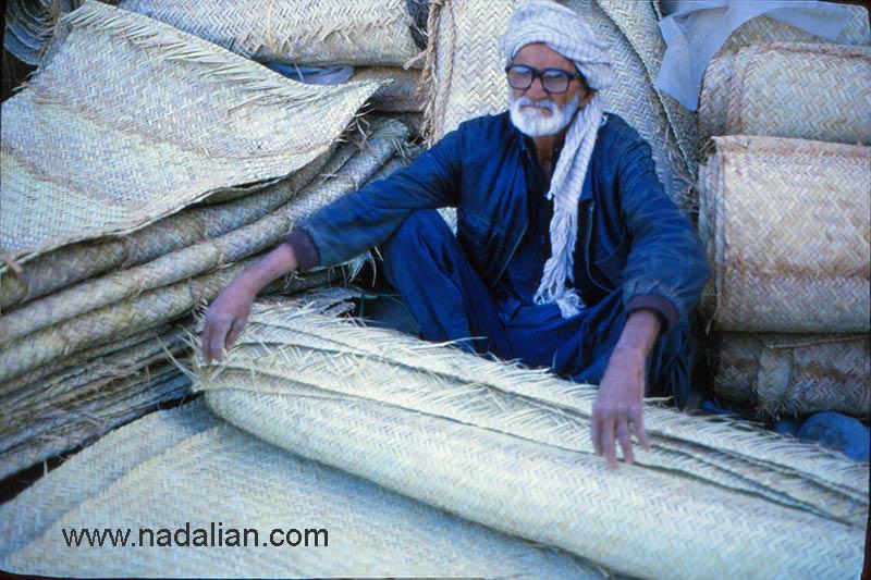 پیرمرد در پنجشنبه بازار میناب سال 1365