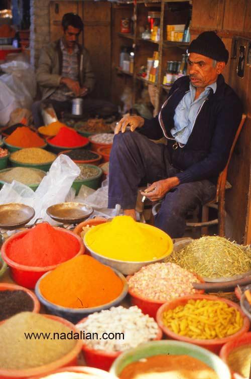 ادویه فروش در پنجشنبه بازار میناب سال 1365