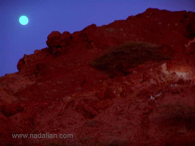 کوه با خاک سرخ، در ضلع جنوبی جزیره هرمز، دوازدهم دیماه 1385