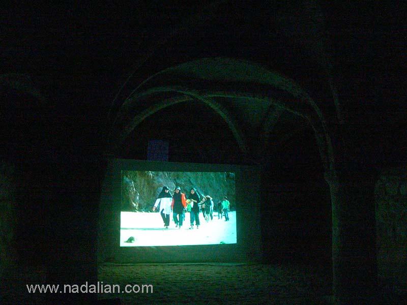 جلسه بررسی آثار در کلیسای قلعه پرتقالی ها، جزیره هرمز دوازدهم دیماه 1385